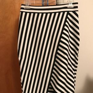 Express Black & White Pencil Skirt w/ slit size 4